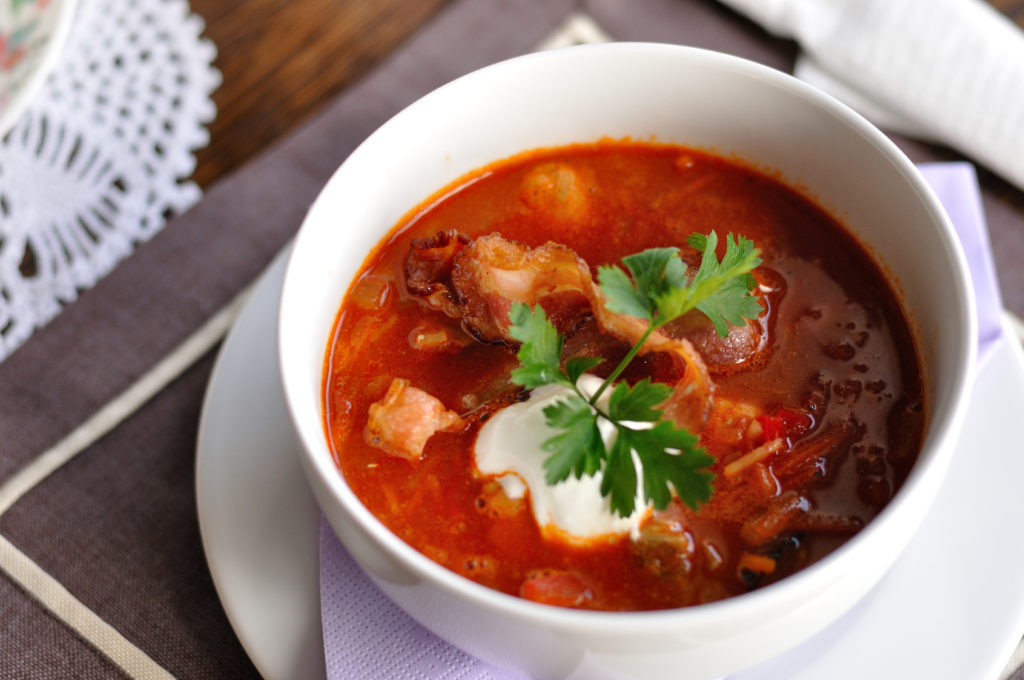 Zupa pięciu smaków z łososiem