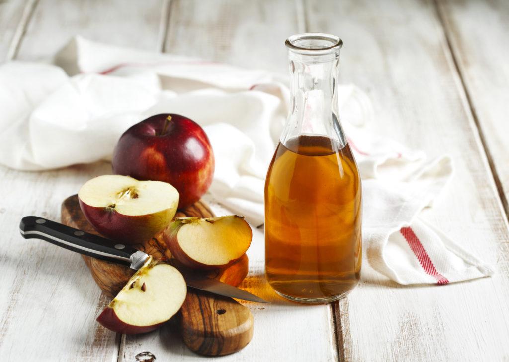 Napój z dodatkiem octu jabłkowego